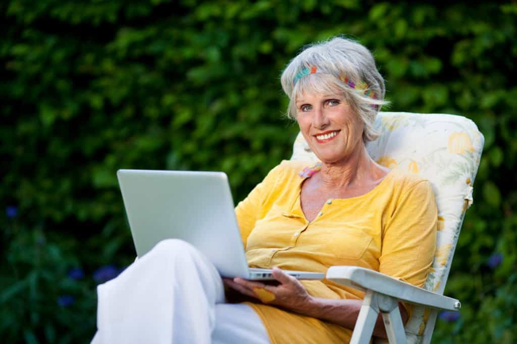 Why Online Cannabis Training Is a Good Choice for Seniors