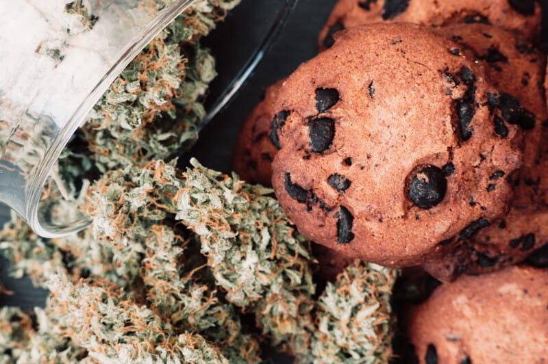 chocolate chip cookies with marijuana buds, marijuana cookie recipe
